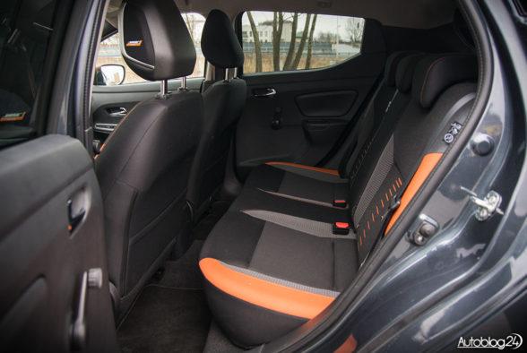 Nissan Micra - wnętrze - 12
