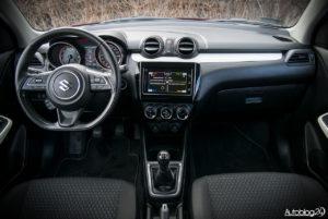 Suzuki Swift - wnętrze - 01