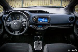 Toyota Yaris Hybrid - wnętrze - 01