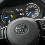Toyota Yaris Hybrid - wnętrze - 02