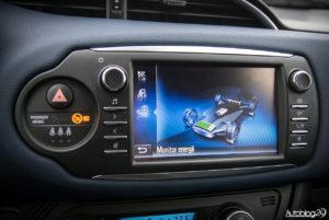 Toyota Yaris Hybrid - wnętrze - 06