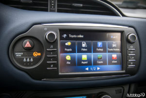 Toyota Yaris Hybrid - wnętrze - 07