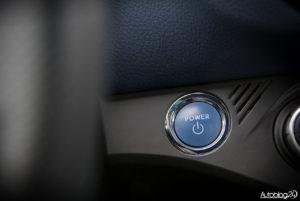 Toyota Yaris Hybrid - wnętrze - 08