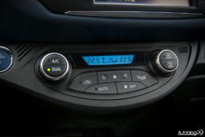 Toyota Yaris Hybrid - wnętrze - 09