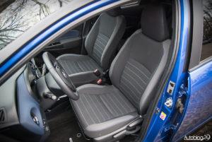 Toyota Yaris Hybrid - wnętrze - 11