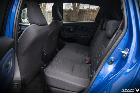Toyota Yaris Hybrid - wnętrze - 12