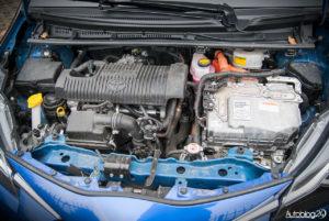 Toyota Yaris Hybrid - wnętrze - 13