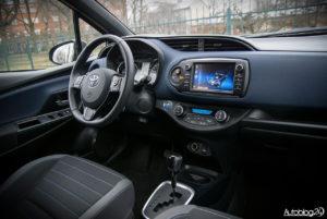 Toyota Yaris Hybrid - wnętrze - 15