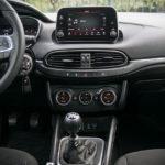 Fiat Tipo hatchback - wnętrze - 02