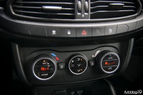 Fiat Tipo hatchback - wnętrze - 08