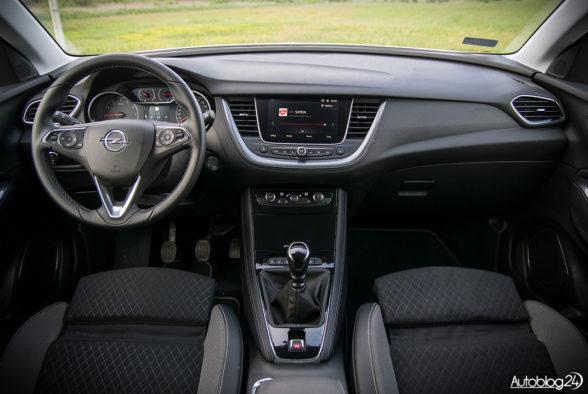Opel Grandland X - wnętrze - 01