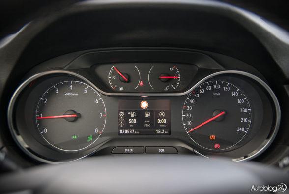 Opel Grandland X - wnętrze - 05