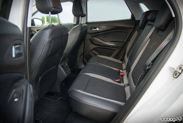Opel Grandland X - wnętrze - 10