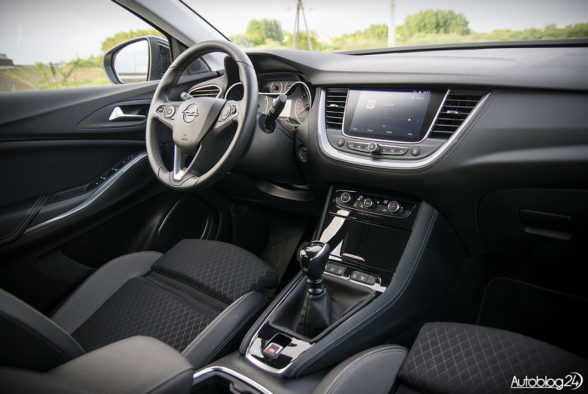 Opel Grandland X - wnętrze - 13