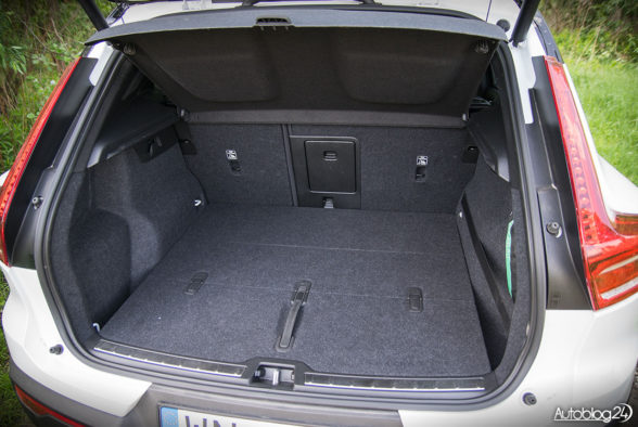 Volvo XC40 - wnętrze - 17