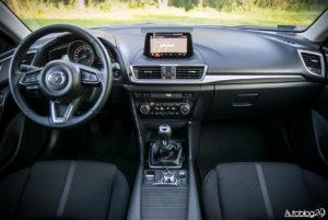 Mazda 3 - wnętrze - 01