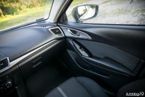 Mazda 3 - wnętrze - 03