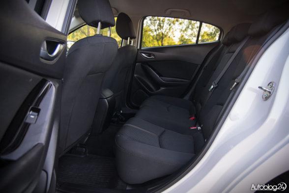 Mazda 3 - wnętrze - 11