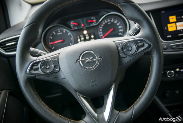 Opel Crossland X - wnętrze - 04