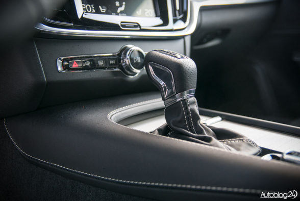 Volvo S90 R-Design - wnętrze - 11