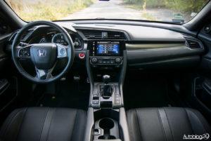 Honda Civic - wnętrze - 01