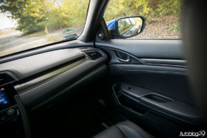 Honda Civic - wnętrze - 03