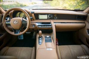 Lexus LC 500 - wnętrze - 01