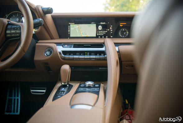 Lexus LC 500 - wnętrze - 02