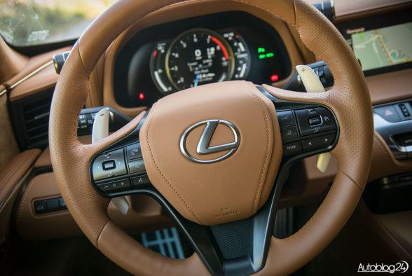 Lexus LC 500 - wnętrze - 04