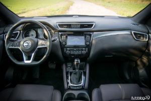 Nissan Qashqai - wnętrze - 01