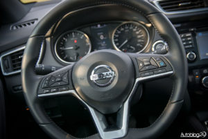 Nissan Qashqai - wnętrze - 04
