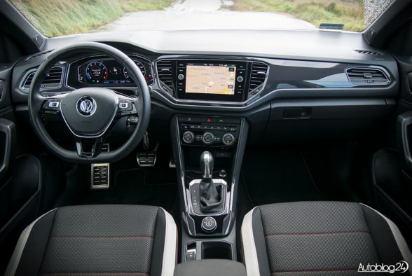 Volkswagen T-Roc - wnętrze - 01