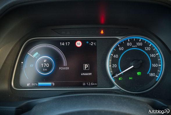 Nissan Leaf - wnętrze - 03
