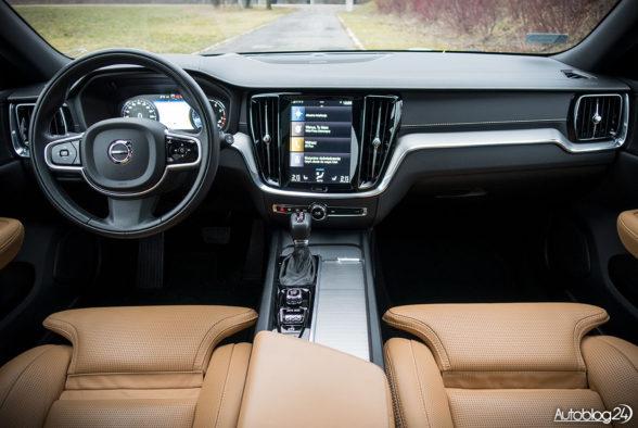 Volvo V60 - wnętrze - 01