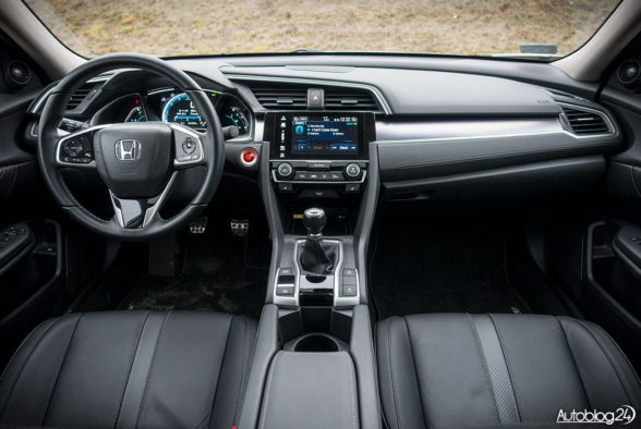 Honda Civic 4D - wnętrze - 01