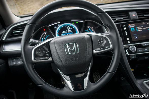 Honda Civic 4D - wnętrze - 02