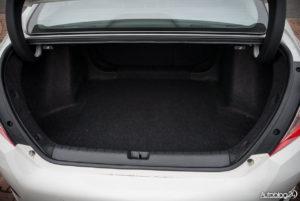 Honda Civic 4D - wnętrze - 10