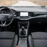 Opel Astra - wnętrze - 01
