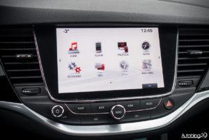 Opel Astra - wnętrze - 04