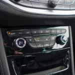 Opel Astra - wnętrze - 06