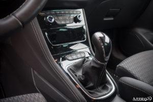 Opel Astra - wnętrze - 07