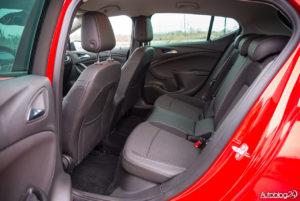 Opel Astra - wnętrze - 09