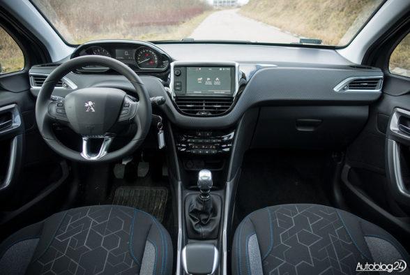 Peugeot 2008 - wnętrze - 01
