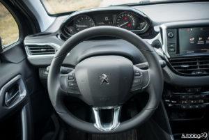 Peugeot 2008 - wnętrze - 02