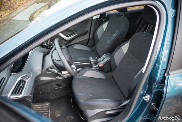 Peugeot 2008 - wnętrze - 07
