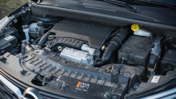 Opel Crossland X 2019 - silnik