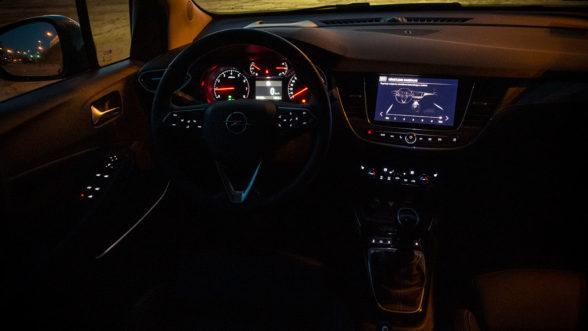 Opel Crossland X 2019 - wnętrze noc