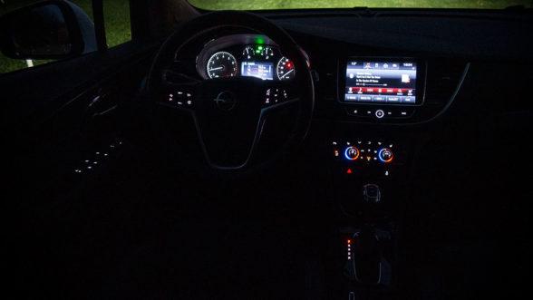 Opel Mokka X 2019 - wnętrze noc