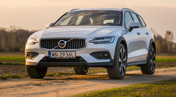 Volvo V60 Cross Country D4 AWD. Podwyższone kombi premium – TEST