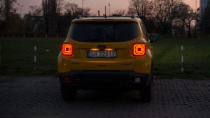 Jeep Renegade Trailhawk - noc tył